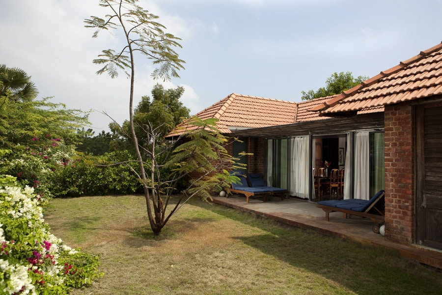 Art deco house back garden at Dune Eco Village and Spa hotel - Puducherry - India -© Fred Delangle