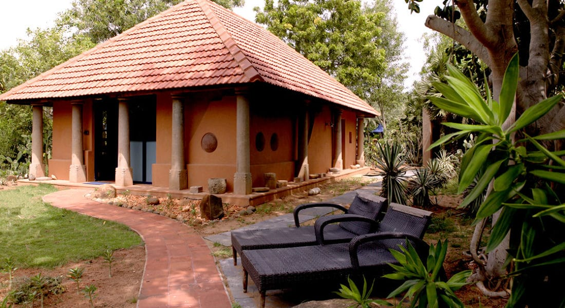 Mud House with a double room with AC